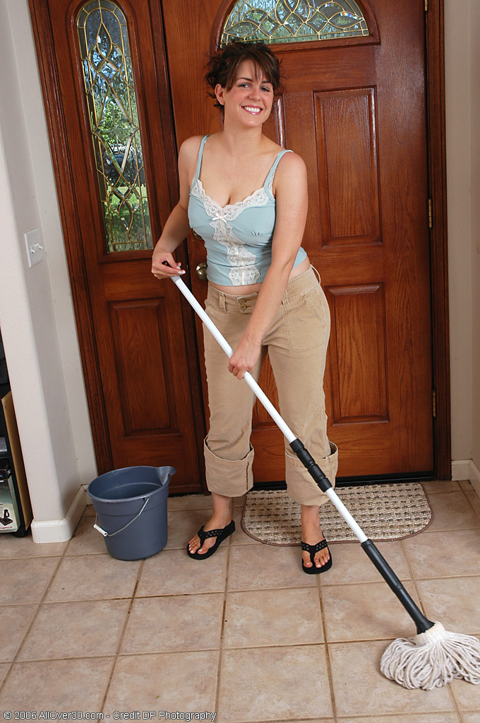 Hot  Cougar Tori Having Fun and Being  Nude with a Broom