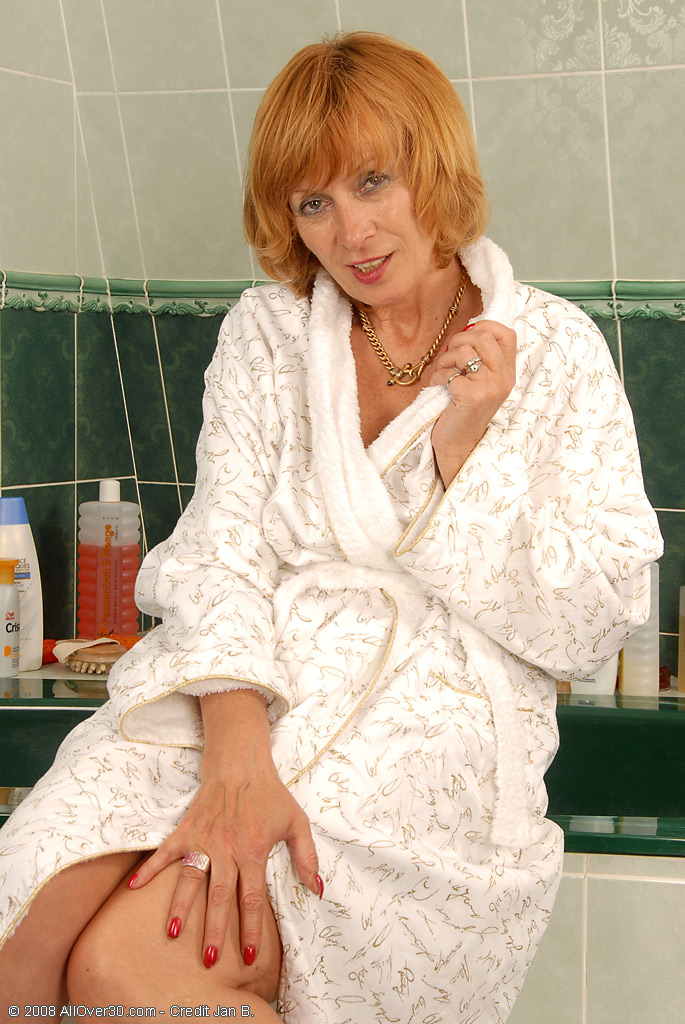 59 Year Old Karoline Scrubbing Her Hairy Pubic Hair in the Bathtub