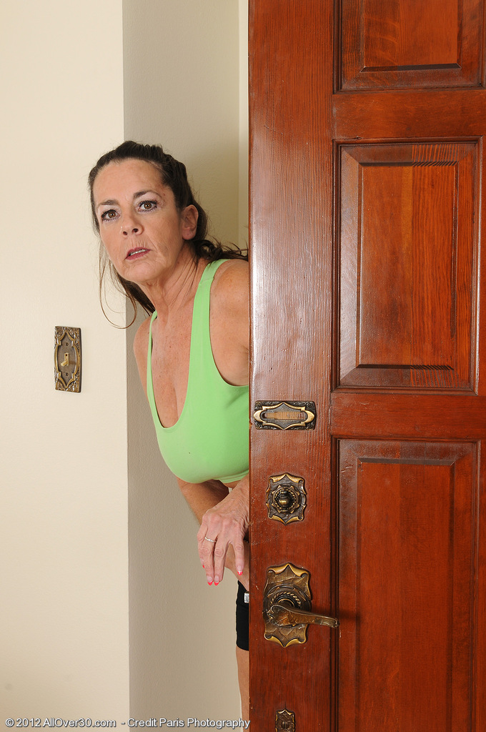 After a Long Workout 51 Year Old Tia Opens Up Her  Older  Cunt