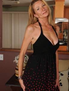 New  Older Honey Model Pam Shows off Her Smooth 56 Year Old Body in Here