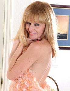 Blond Haired 40 Year Old  Wifey Penelope Glides off Her Sundress in Here