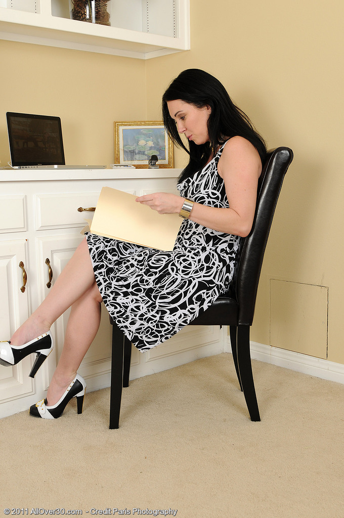 Hot 38 Year Old Rayvaness  Undresses off Her Office Gear and  Opens