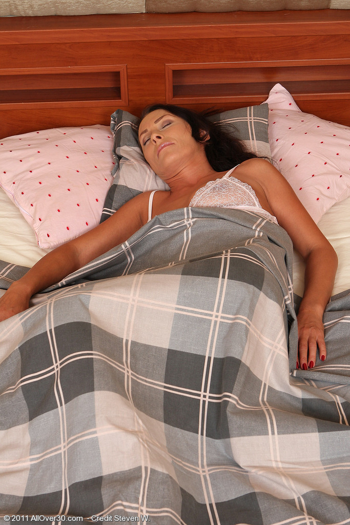 Brown Haired  Cougar Sandy K Gets Woken Up and Puts on a Show for You