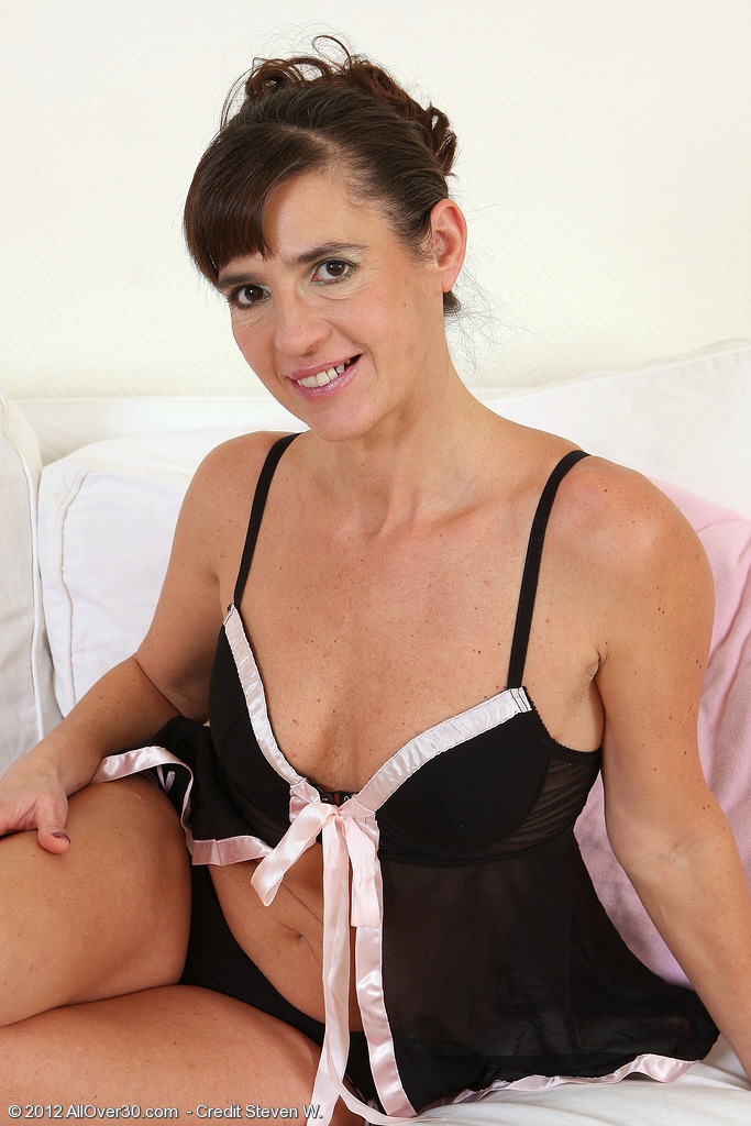 47 Year Old Suzie  Takes off off Her Ebony Thong and Fondels Her Vagina
