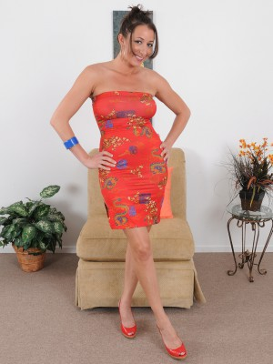 Alluring 36 Yr Old Kaylynn Glides off Her Elegant Dress to Pose