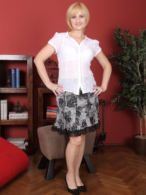 Classy  Blond Haired Jennyfer B  Takes off Down and Shows That Splendid  Elder Babe Figure