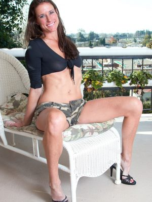 Sofie Marie Will Take off the Woman Cut-offs