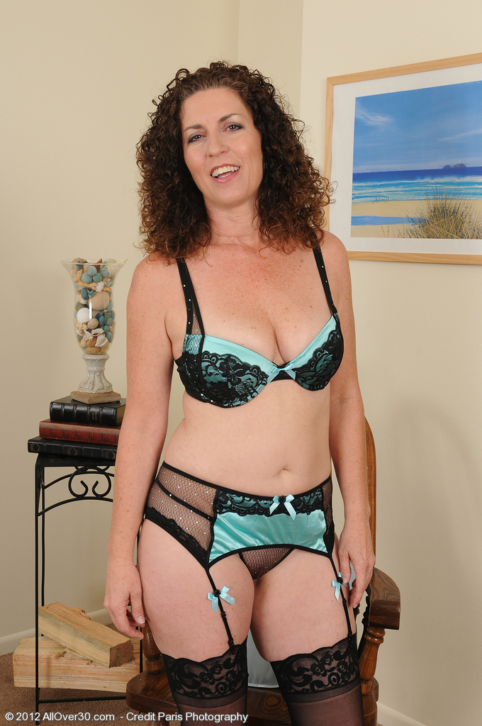 hot older tammy sue from milfs30 sits in a chair and opens up