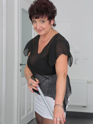 45 Year Old Sherry D Gets Her Older Babe Beaver Tucked